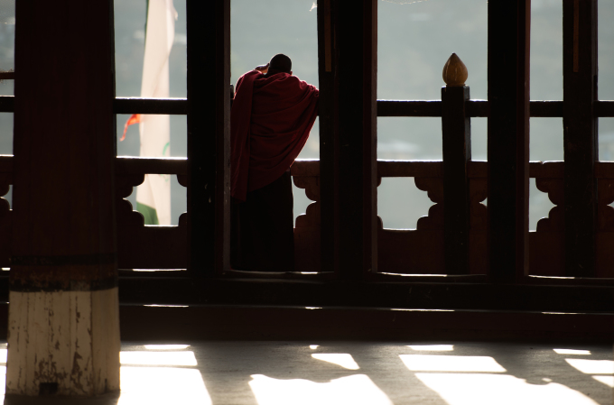 05.This monk is saying us good bye